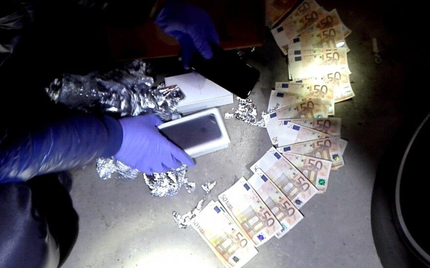 Vilniuje pareigūnai sulaikė 4 vyrus su 1,3 mln. eurų