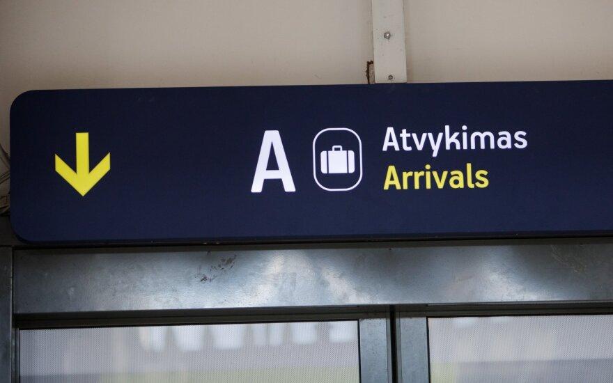 Į Vilniaus oro uostą atvykusi rusė pase turėjo suklastotus lietuviškus spaudus