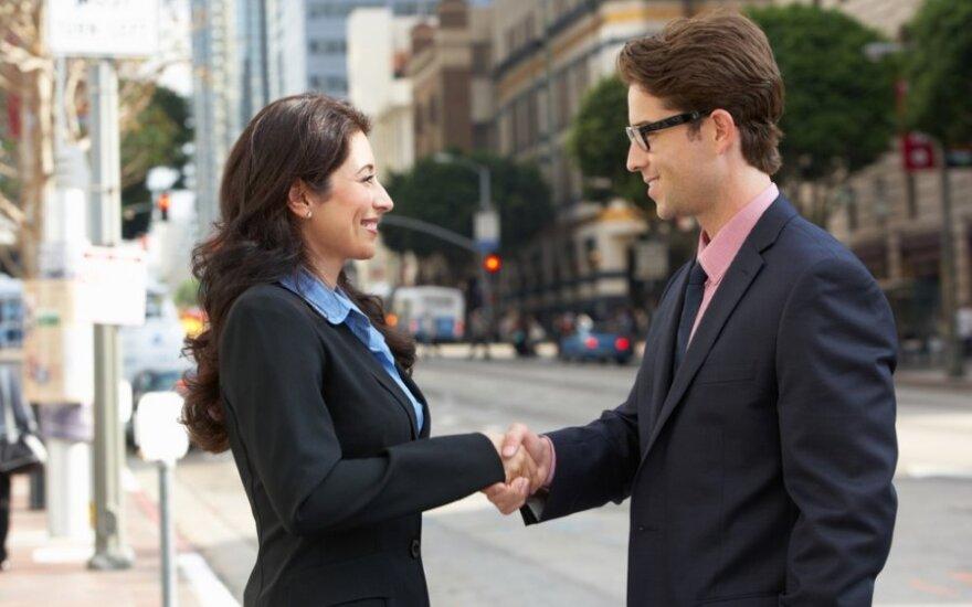 Ką daro žmonės, kuriuos visi mėgsta ir vadina lengvai bendraujančiais?