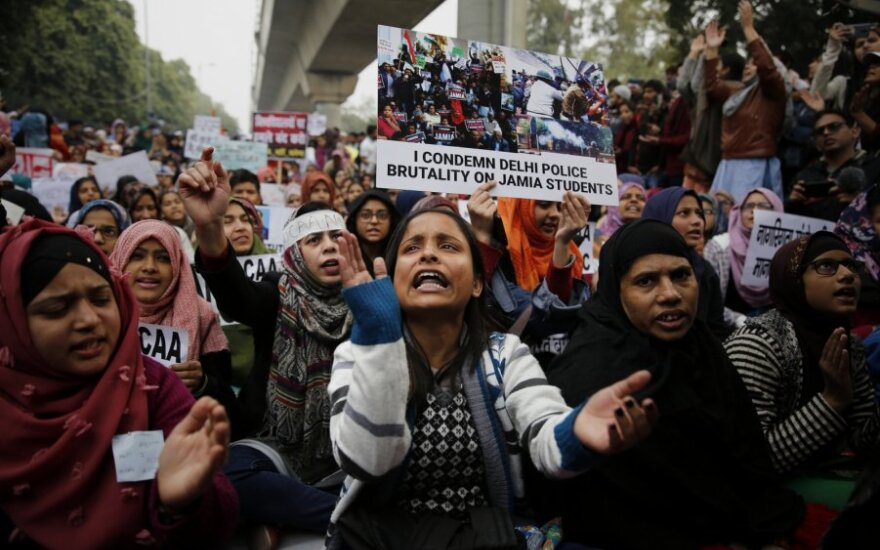 Indijoje protestų aukų skaičius išaugo iki 20