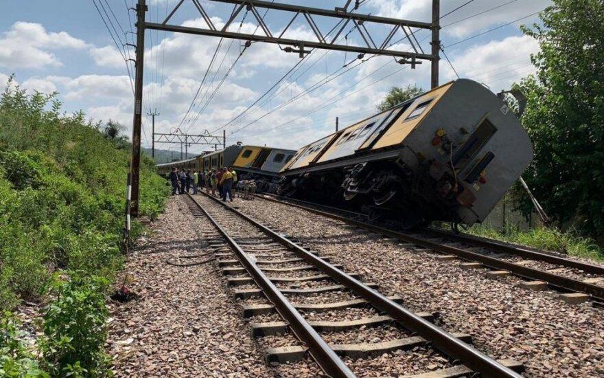 PAR susidūrus traukiniams žuvo trys žmonės, 200 buvo sužeisti