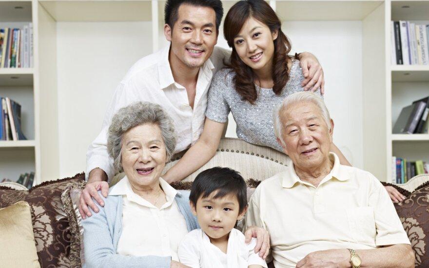 Kinijos valdžia ir vėl kišasi į šeimų reikalus – dabar skatina turėti po tris vaikus