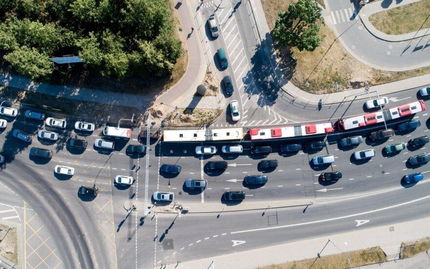 Pirmą kartą Lietuvoje įregistruotų naudotų automobilių vidutinis amžius liepą siekė beveik 11 metų
