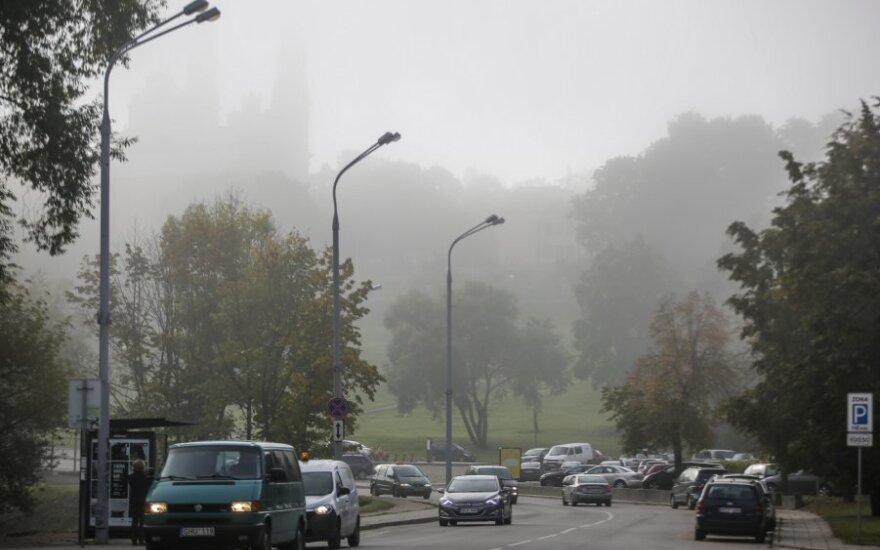Tauragės, Vilniaus ir Alytaus apskrityse eismo sąlygas sunkina rūkas