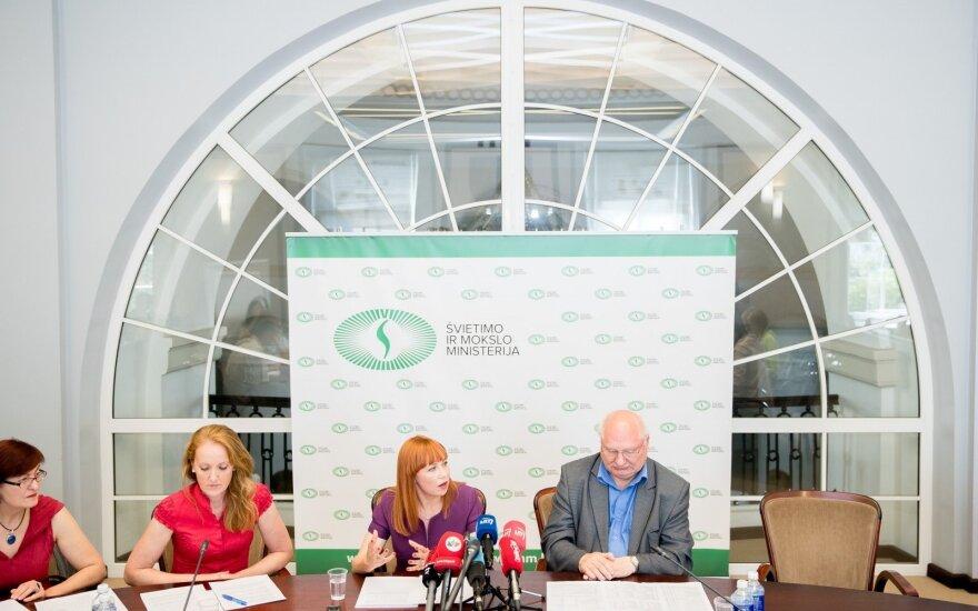 ŠMM: vedus etatinį apmokėjimą, mokytojų atlyginimas kilo vidutiniškai 110 eurų
