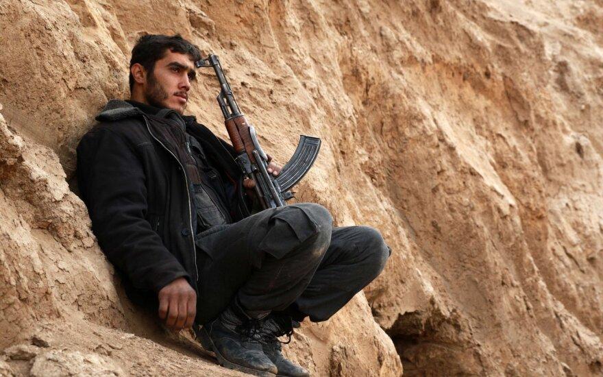 Sirijos sukilėliai netoli paliaubų zonos numušė vyriausybės pajėgų lėktuvą
