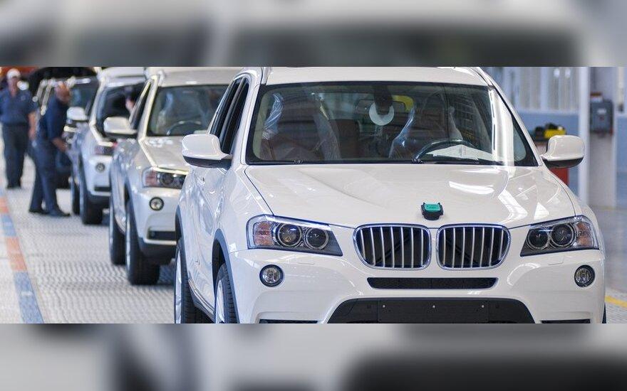 BMW X3 pirkėjai galės stebėti, kaip gaminamas jų automobilis