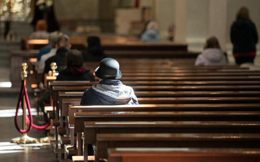 Vyskupų konferencija: atnaujinamos gyvos pamaldos bažnyčiose