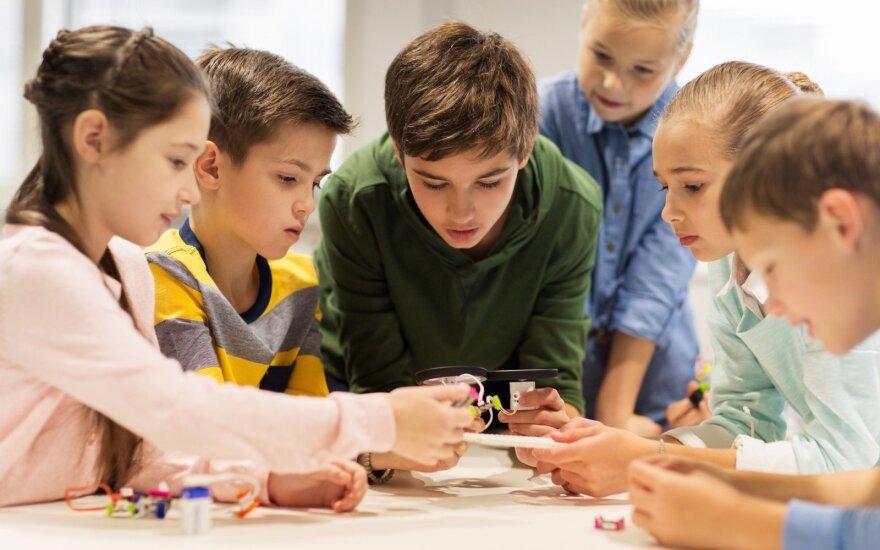 Vaikai konstruoja