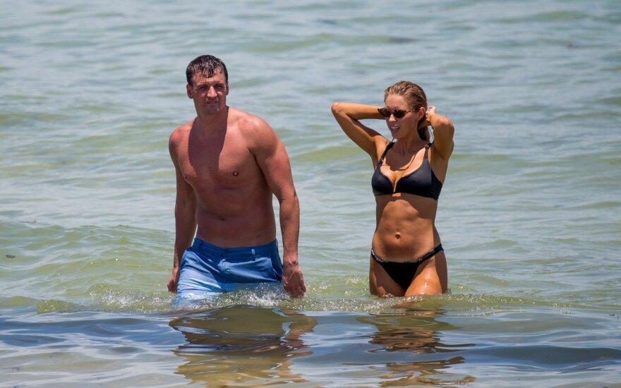 Ryanas Lochte su žmona