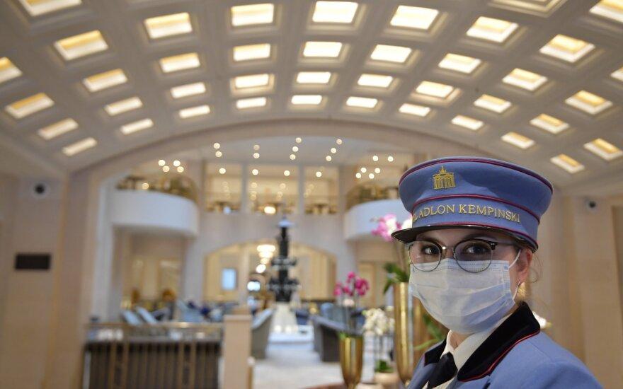 Žymiausi pasaulio viešbučių tinklai po pandemijos dirbs kitaip: nesitikėkite, kad jus sutiks su šypsenomis veide