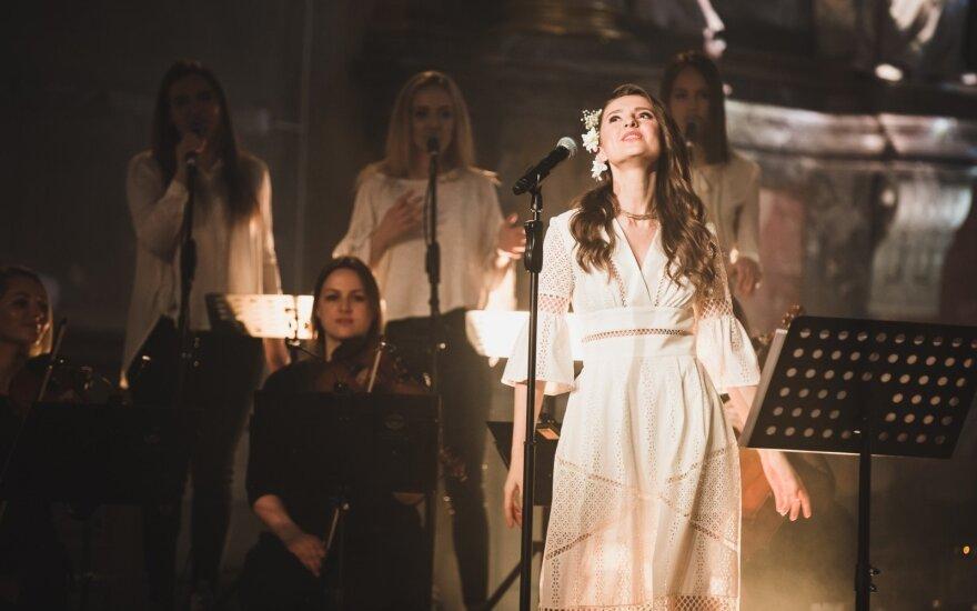 Ieva Zasimauskaitė pradėjo pirmąjį solo koncertų turą