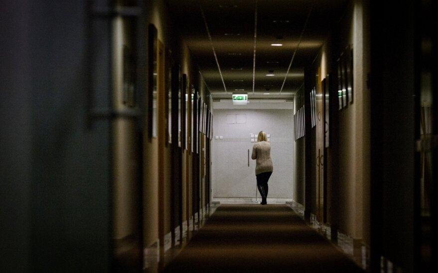 Artėjančios krizės pranašystės skatina nerimą: lietuviai vis labiau nuogąstauja galintys netekti darbo