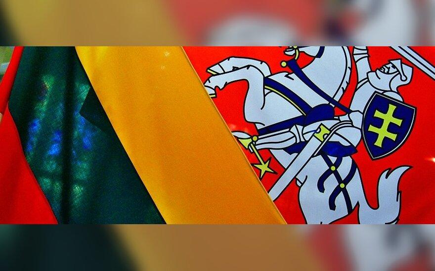 Sovietmečiu okupantus erzino vėliavos spalvomis