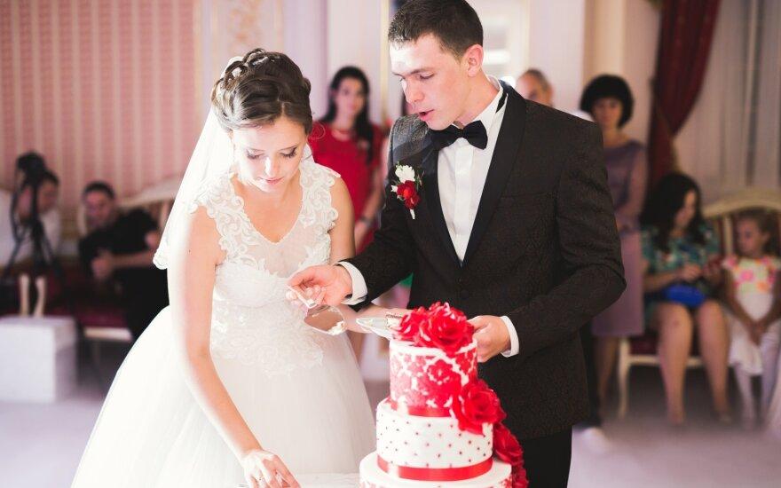 Palikta iškart po vestuvių: įsismarkavusi nuotaka nesuvaldė ir kumščių