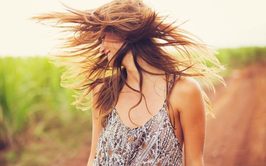 Kaip dažyti plaukus natūraliomis priemonėmis, nenaudojant cheminių medžiagų