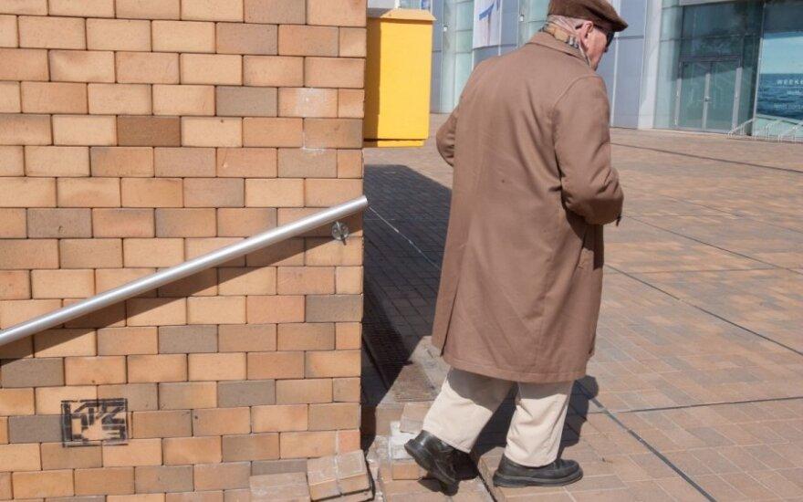 Už išlaikymą dirbęs vyras sužinojo, kad jam mokama pensija, kurią kažkas pasiima