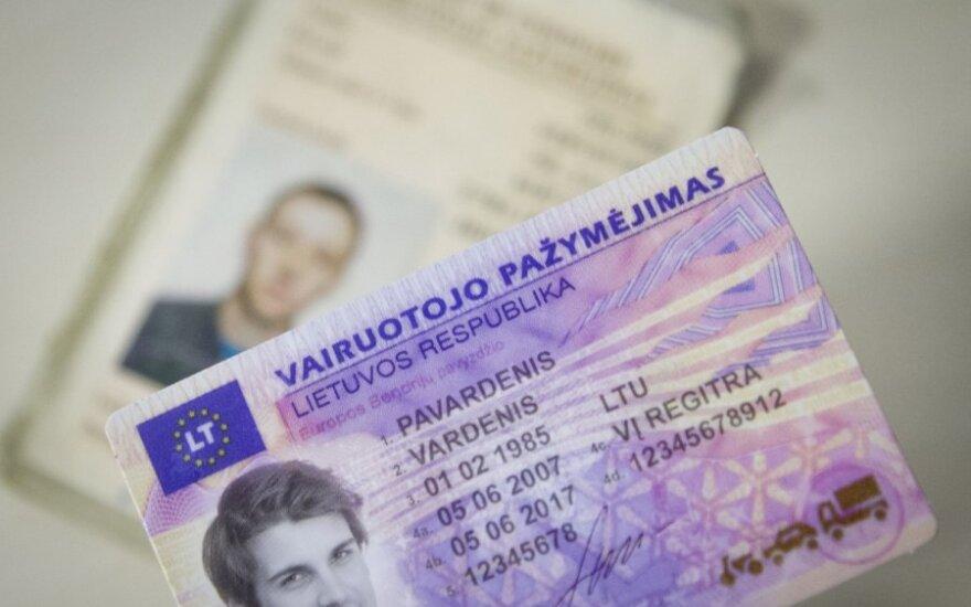 Paaiškėjo senų vairuotojo pažymėjimų keitimo terminai