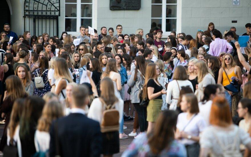Siūlymas dėl bakalauro studijų skinasi kelią: nemokamų vietų padaugėtų dvigubai