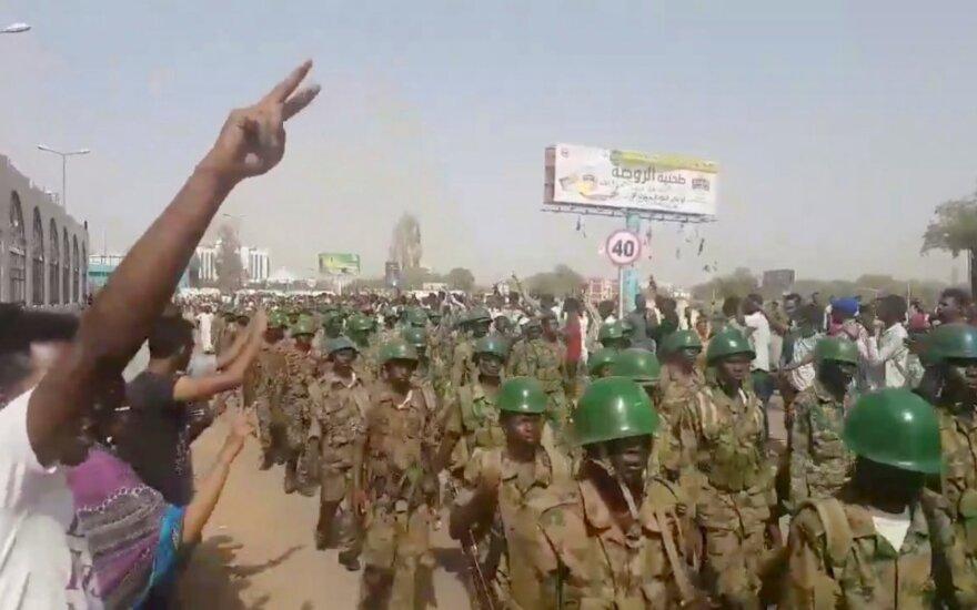 Kariai Sudano sostinės Chartumo gatvėse