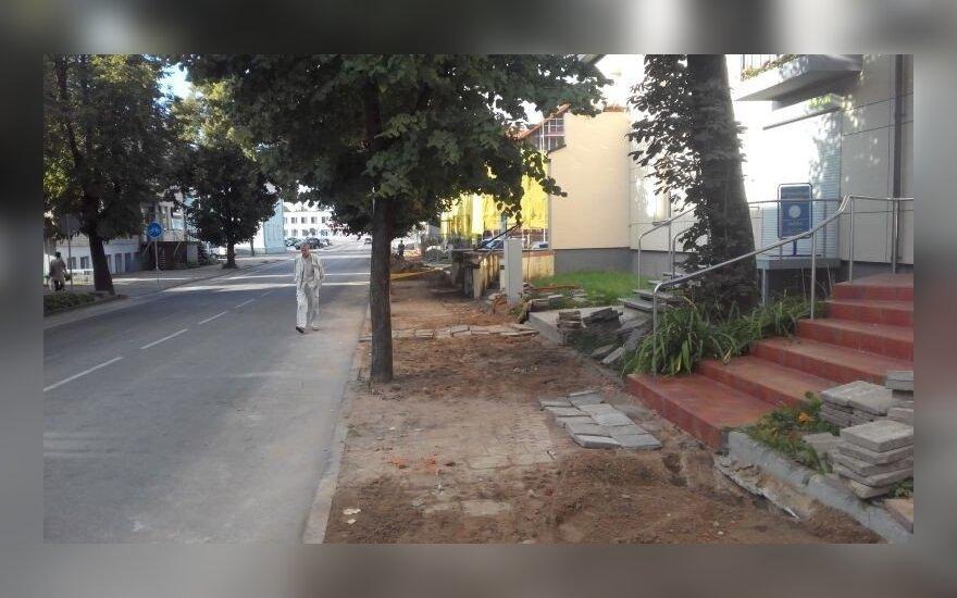 Nubaustas įmonės vadovas, nes remontuojant šaligatvį žmonės pavojingai vaikščiojo gatve
