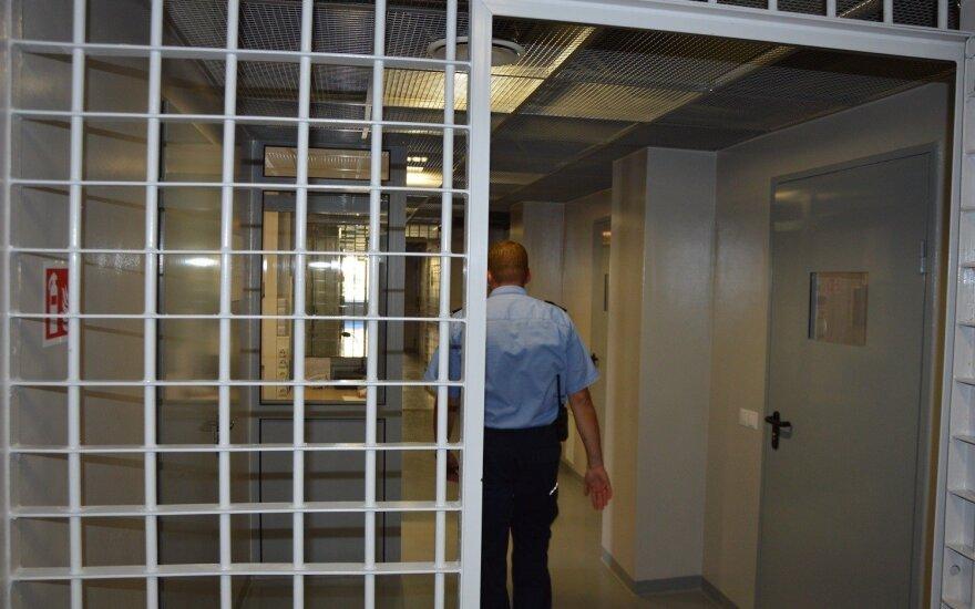 Pravieniškėse apie 300 kalinių, nepatenkintų sugriežtintomis gyvenimo sąlygomis, atsisakė pusryčių