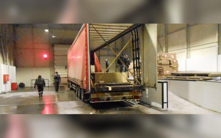"""3 mln. Lt vertės kontrabandą """"karstuose"""" vežęs baltarusis išsidavė akivaizdžiai nerimaudamas"""