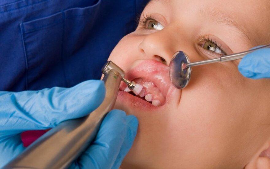 Skylėti vaikų dantys – tėvų sąžinės reikalas
