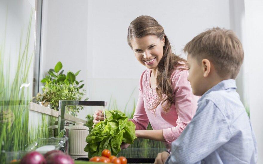 Vis daugiau mokyklų maistą gamina iš Lietuvoje išaugintų daržovių