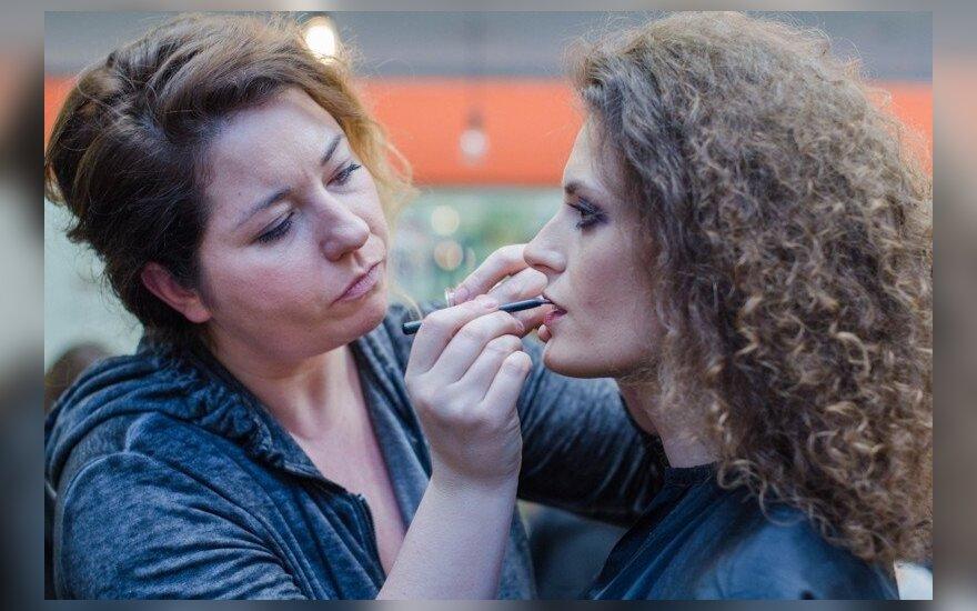 Lietuviškos kosmetikos gamintoja pristatė natūralią spalvotų mineralų kosmetiką su gintaru
