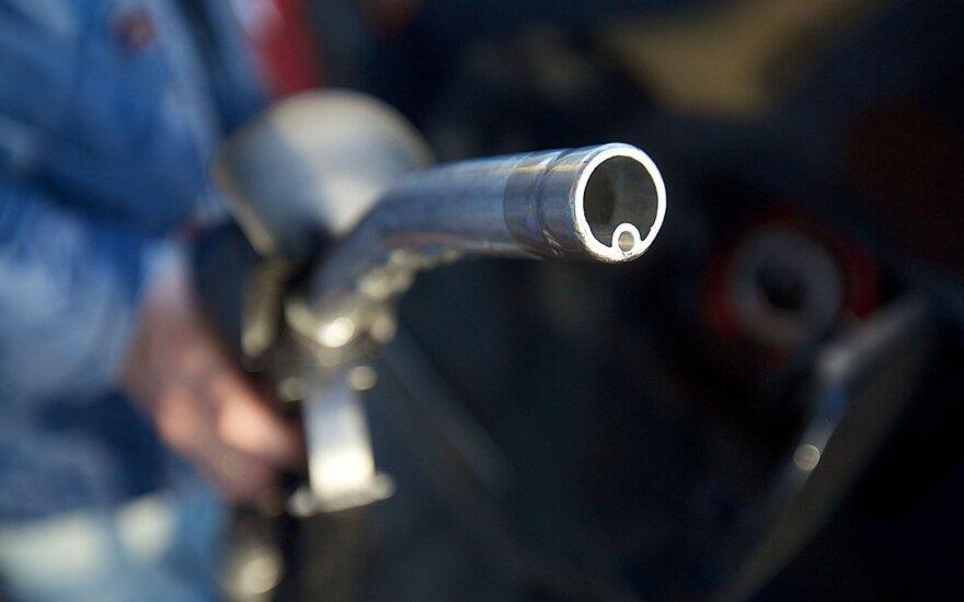 Degalinių tinklas pažadėjo švaresnį benziną