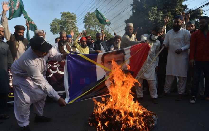 Pakistane sunitai degina Emmanuelio Macrono nuotrauką / Lahoras, Pakistanas, 2020 m. lapkričio 1 d.