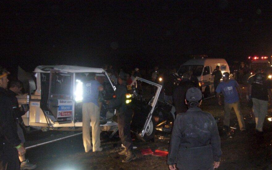 Dakaro ralio metu susidūrė saugos ir taksi automobiliai, du žmonės žuvo