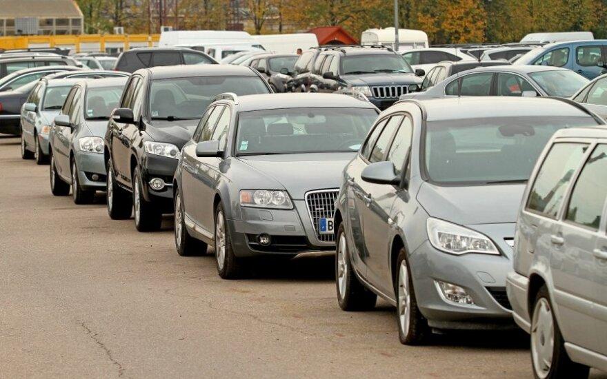 Tyrimas parodė tikruosius automobilių pardavėjų uždarbius