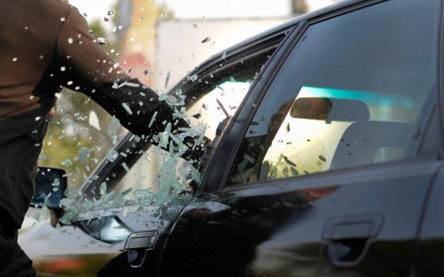 Nustatė, kurių markių gerbėjai dėl vagysčių iš automobilių turėtų jaudintis labiausiai