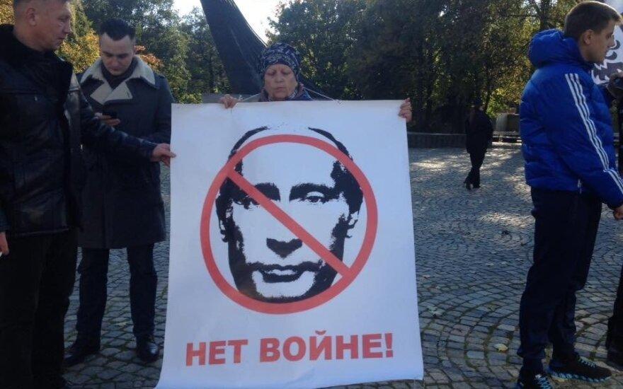 Seimo priimta rezoliucija Putinas raginamas paleisti Sencovą