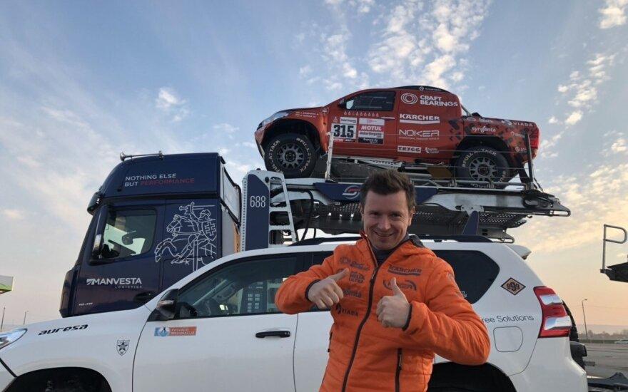 """Antanas Juknevičius, """"Craft bearings"""" pilotas, išlydi techniką į 2019 m. Dakarą"""