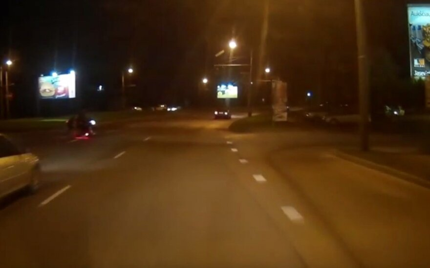 Kauno gatvėje – už širdies griebiantis motociklininko poelgis
