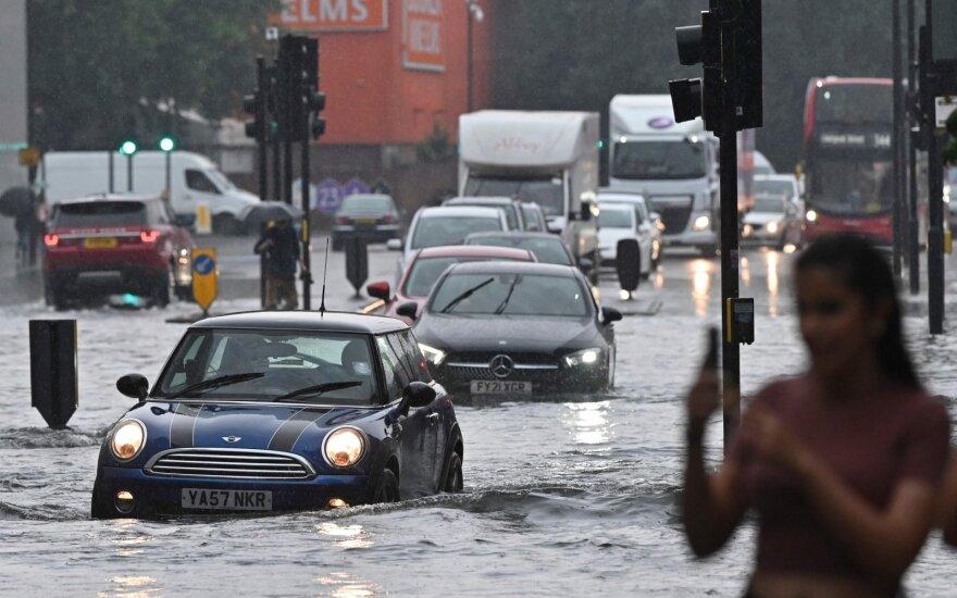 Po galingų potvynių Europoje perspėja, kaip atpažinti, ar bandote nusipirkti ne skendusį automobilį