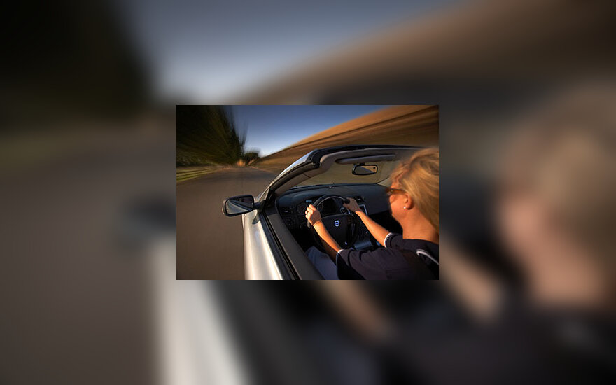 Moteris, automobilis