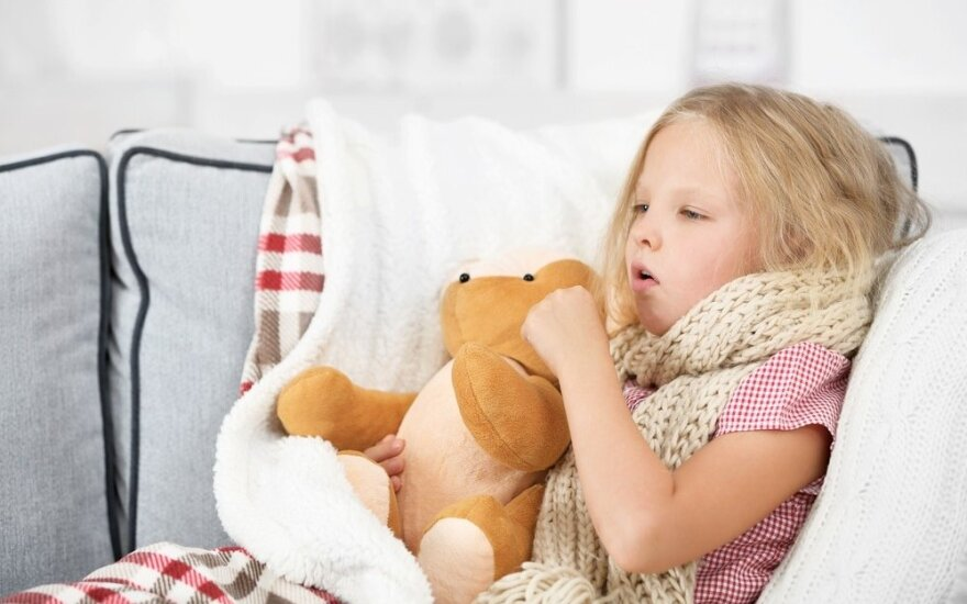"""Kaip valyti namus, kai juose serga vaikas: """"snarglių maišas"""" ir kitos praktiškos gudrybės"""
