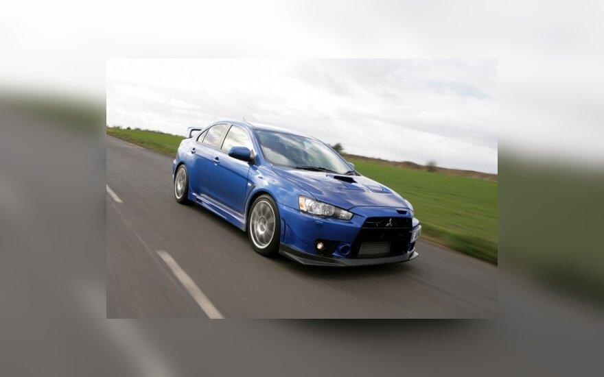 Birželį naujų automobilių rinka susitraukė 56 proc.