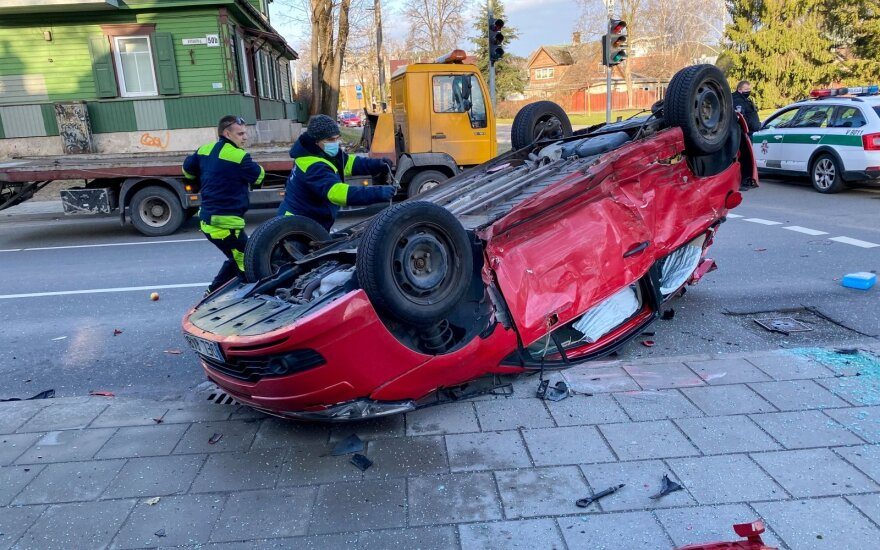 To nežino daugelis vairuotojų: jei po avarijos draudikams užklius padangos, kišenė gali gerokai patuštėti
