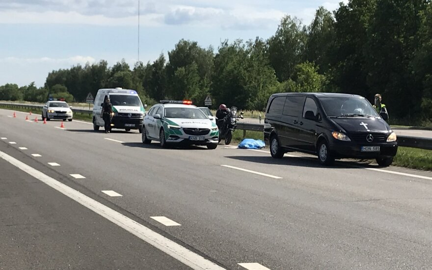 Per motociklo avariją autostradoje netoli Kauno žuvo Estijos pilietė