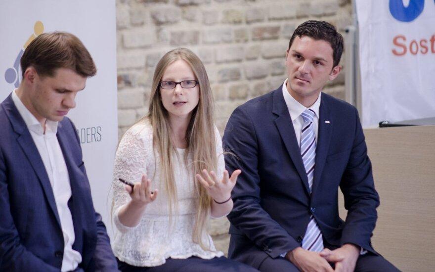 Dešinėje - JCI Pasaulio prezidentas Ismailas Haznedaras. Kairėje - D. Dargis, viduryje - A. Rusteikienė.