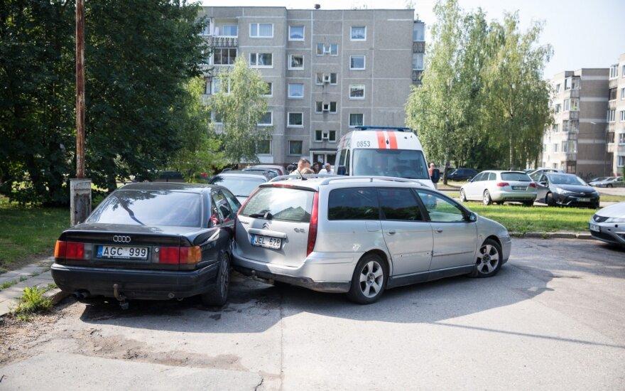 Vilniuje sunegalavęs vyras apgadino kitą transporto priemonę