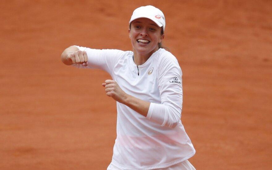 """Pelenės pasaka: 19-metė lenkė – naujoji """"Roland Garros"""" čempionė"""