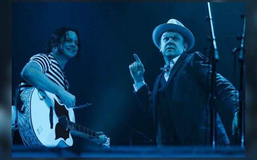 Jokių nuotraukų, grotažymių ir scenarijų: neįprastas Jacko White'o koncertas su Holivudo prieskoniu