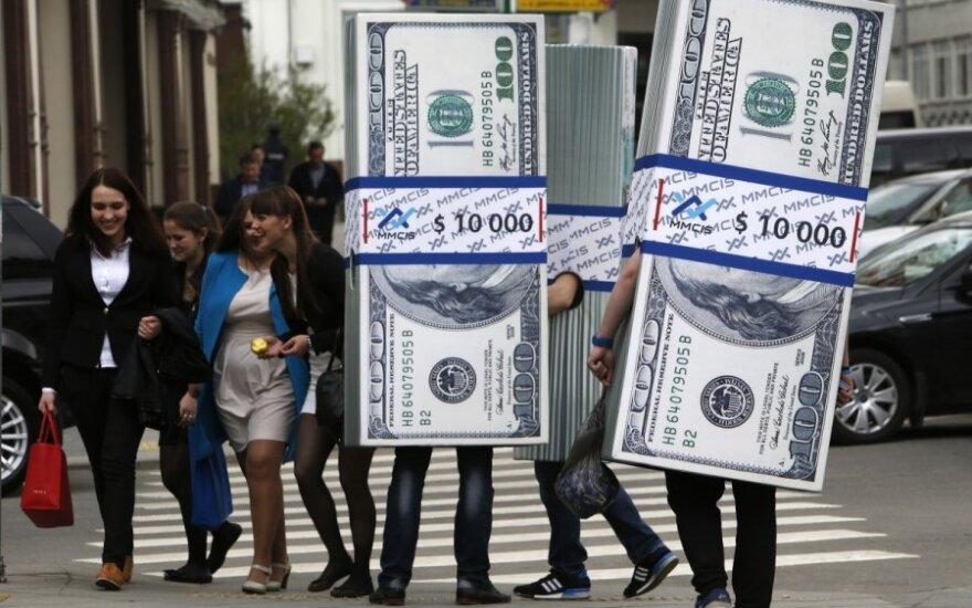 Nusilpus JAV doleriui, aukso kainos auga