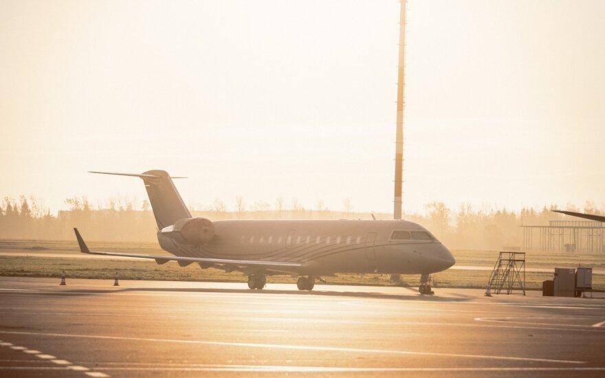 """Indijos """"Jet Airways"""" stabdo visus skrydžius"""